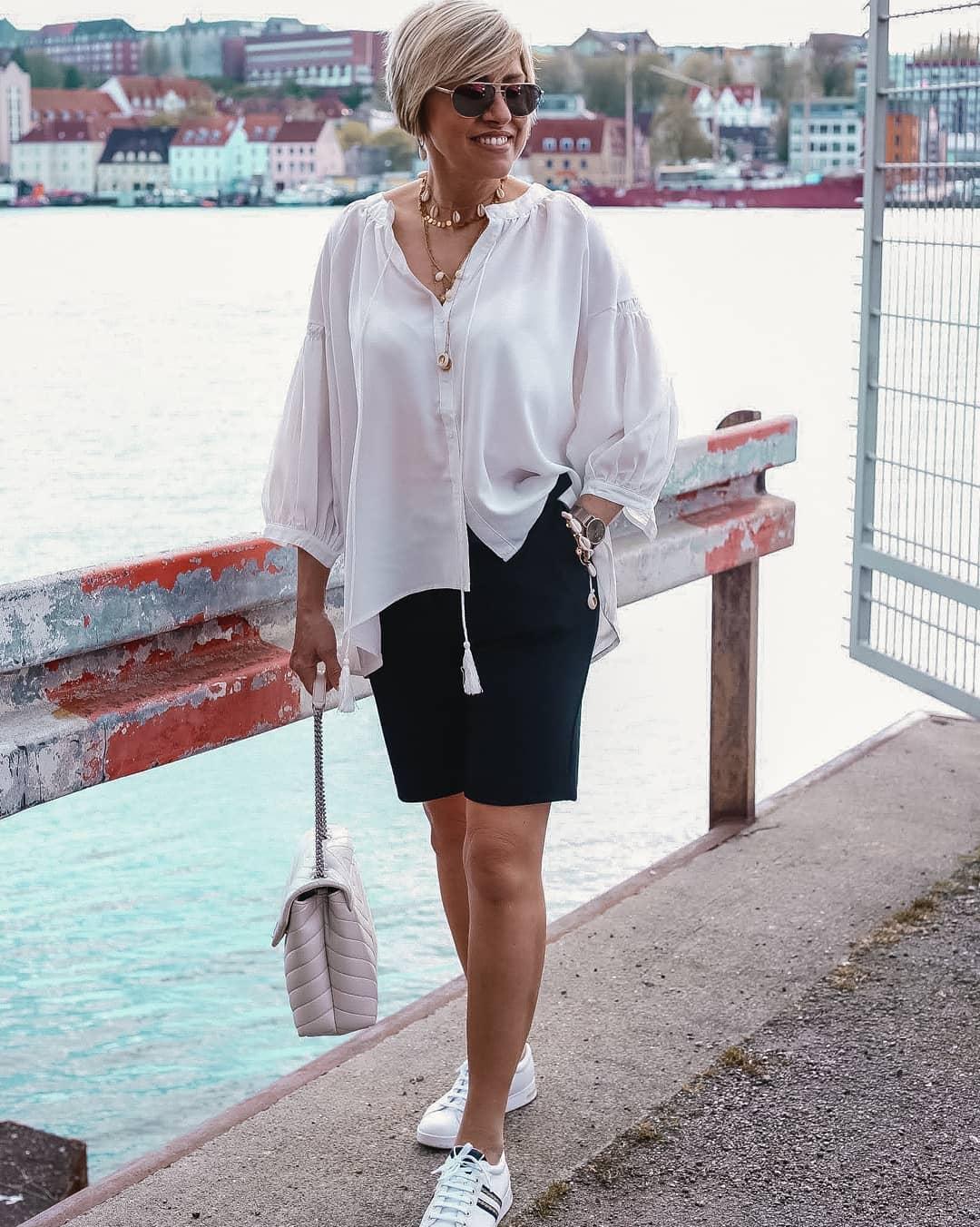 Модные шорты для тех, кому за 45: стильные модели для современных женщин