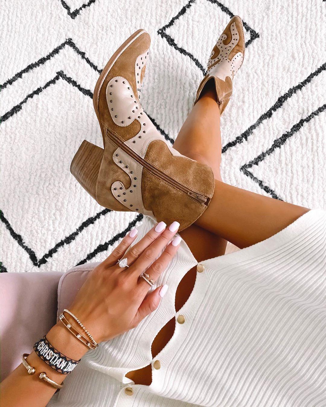 Осенняя обувь: 7 комфортных моделей на каждый день. Казаки