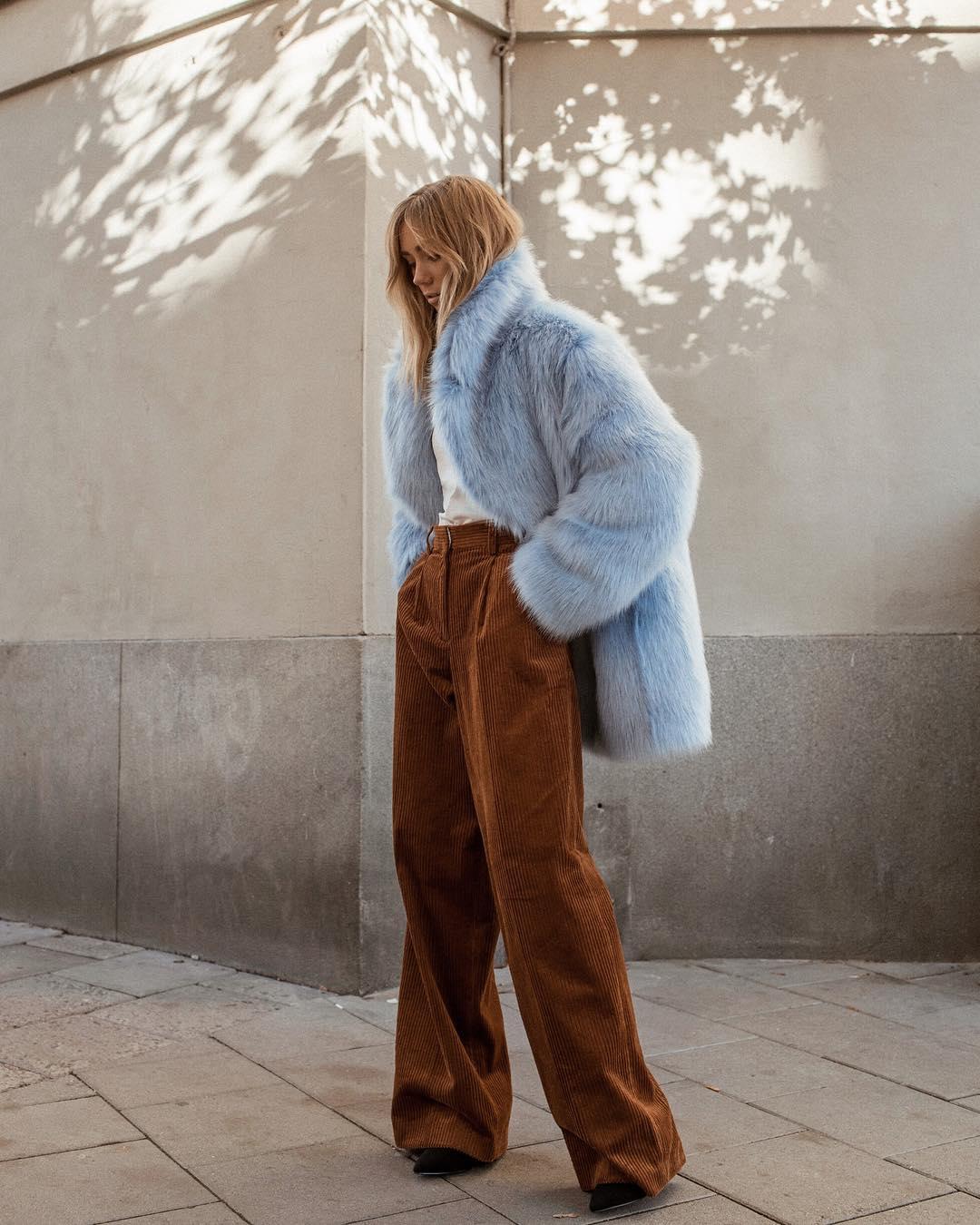 Широкие брюки осенью с шубой Тедди