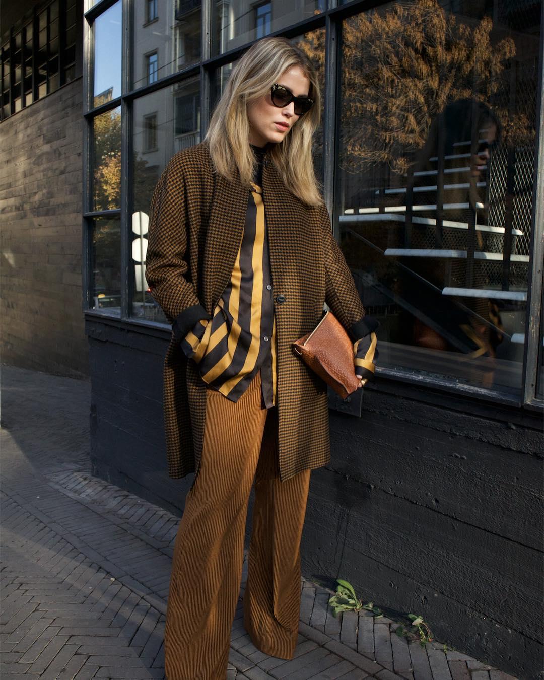 Широкие брюки осенью. вельветовые брюки