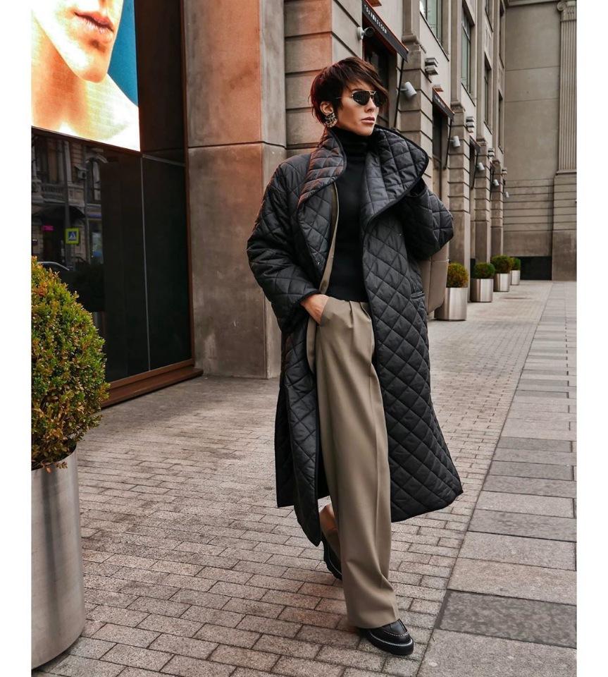 Широкие брюки осенью со стеганным пальто
